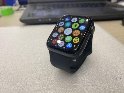Apple Watch Series 4 size 44mm Nhôm LTE đen đẹp