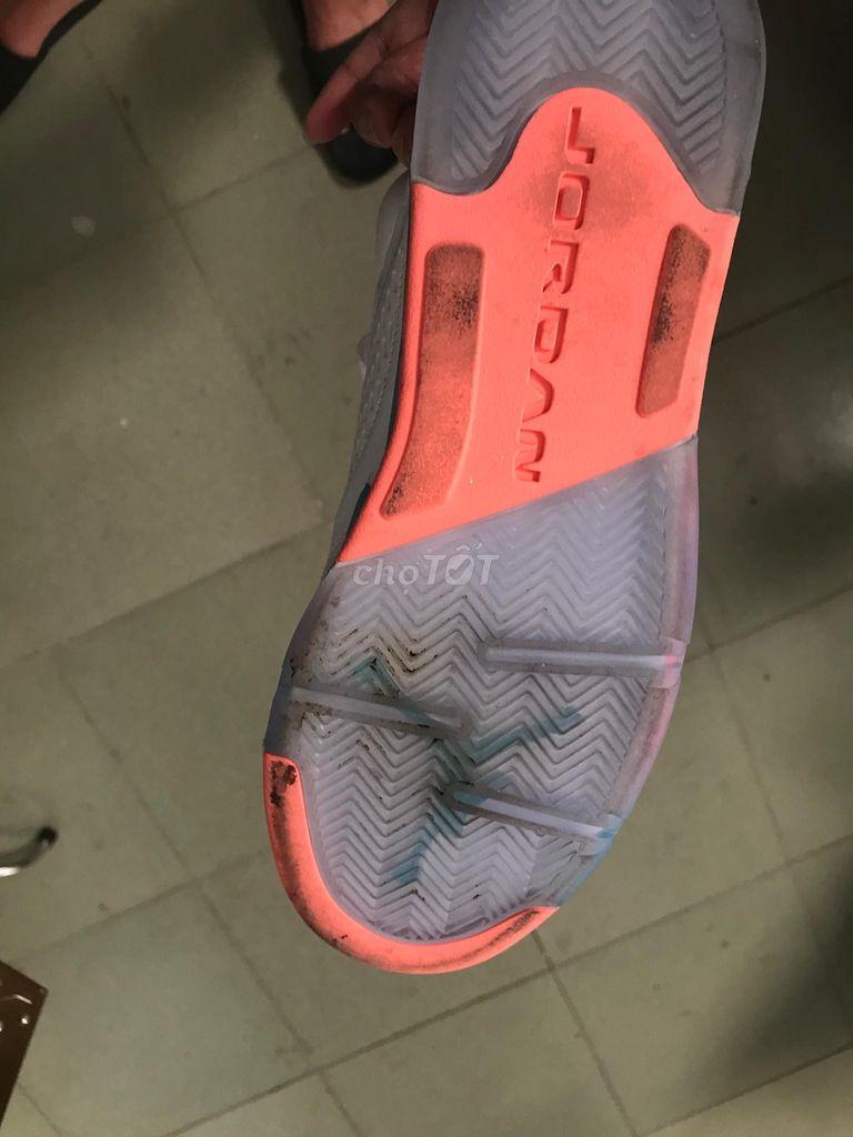 Cần bán đôi jordan 5 retro light aqua size 8.