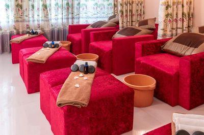 Sang tiệm Massage Foot & Body bấm huyệt cổ truyền