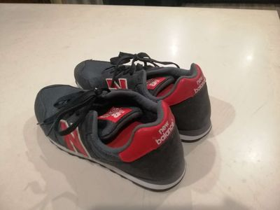 Bán giày New Balance mới 100%.