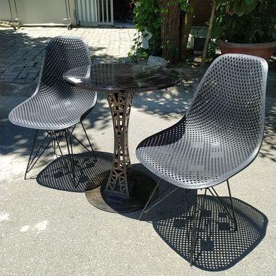 Ghế nhựa đúc lưới đen chân sắt