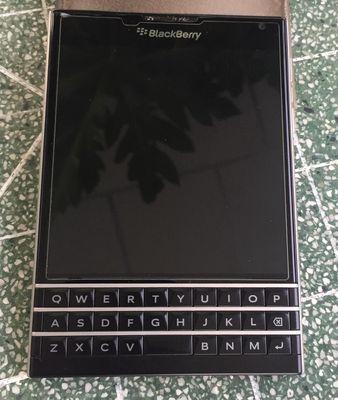 Blackberry Passport Black như hình