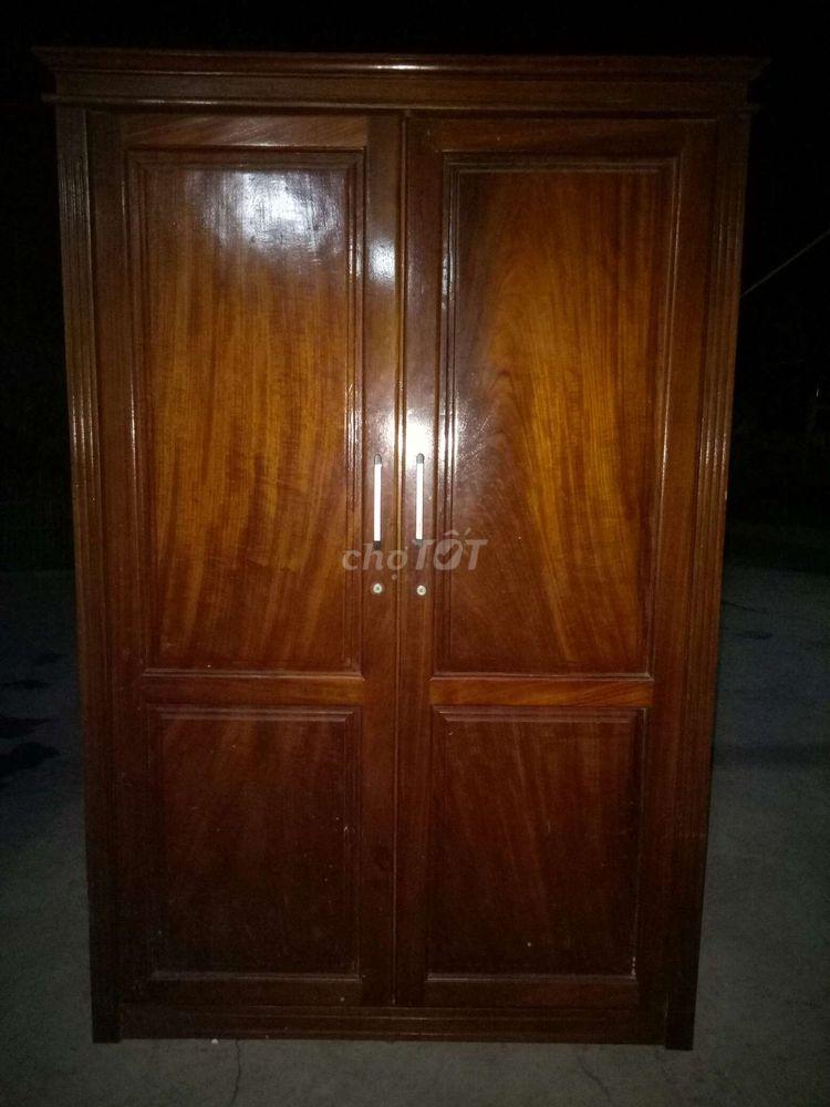 Cần bán gấp tủ gỗ 2 buồng.còn mới 90%