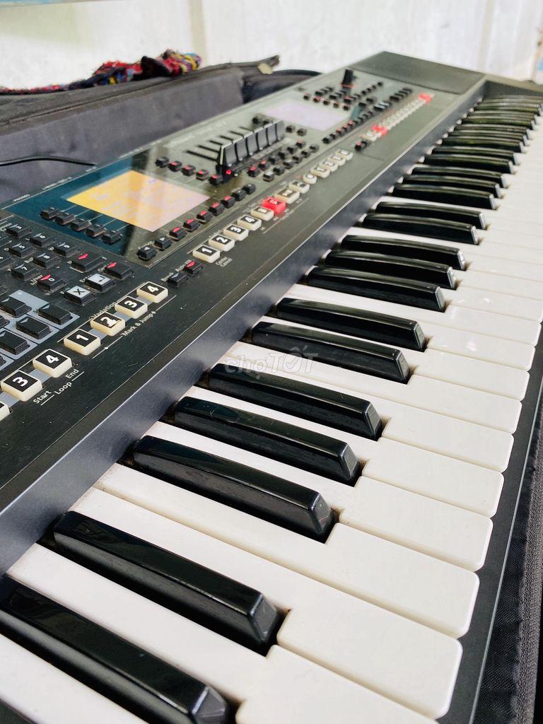 0983914694 - Organ Roland EA7