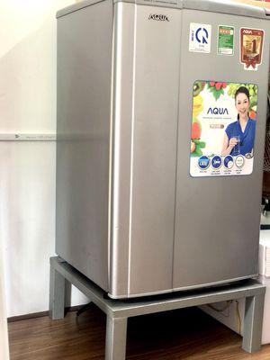 Tủ lạnh Aqa 100L còn tốt tặng kèm ghế đỡ tủ lạnh