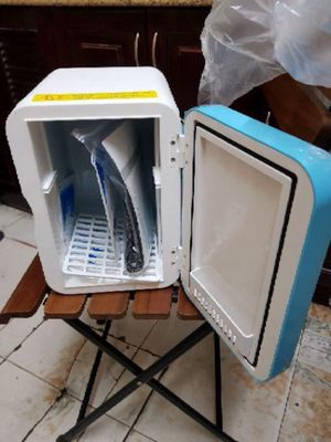 Tủ lạnh Hyundai 6L bảo quản đồ uống, mỹ phẩm