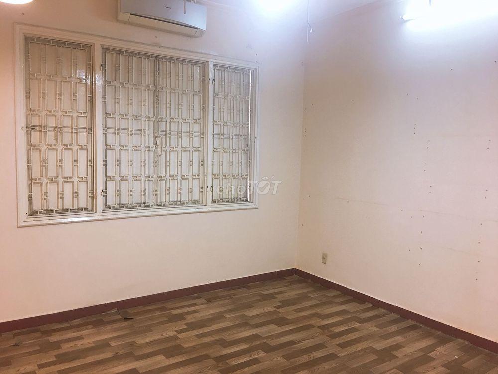 Phòng máy lạnh, WC Riêng Frappy Home NKKN Quận 3