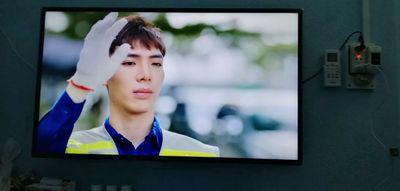 Phòng dư cái tivi đời 2019 smart full HD.
