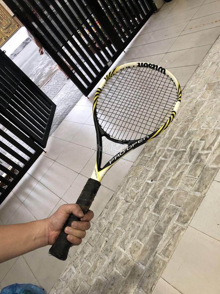Cặp vợt tennis: 1 wilson và 1 head