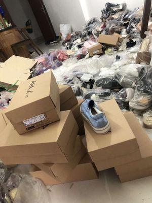 Cần thanh lý 1000 đôi giầy nữ đủ kiểu giá 25k/đôi