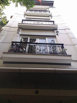 Nhà 1 trệt 4 lầu gồm 1 nhà phố +12 căn hộ cao cấp