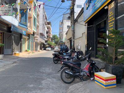 MT Nguyễn Chí Thanh. 4m x 20m, 3 lầu đẹp. Mới xây.