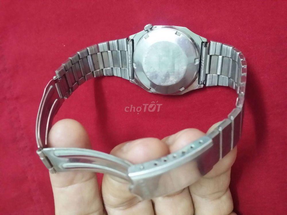 Đồng hồ Seiko 5 thủy vàng tự động xưa.