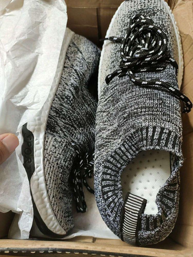 Nhượng lại giày sneaker nam chưa sử dụng
