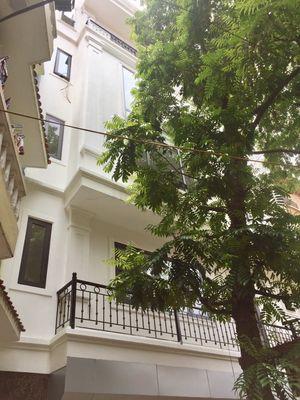 bán nhà đẹp 6 tầng 1 sân thương Hoàng Hoa Thám HN