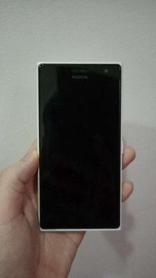 Lumia 730 , tặng 2 ốp lưng như hình.