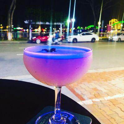 Sang gấp quán bar tại phố Bạch Đằng