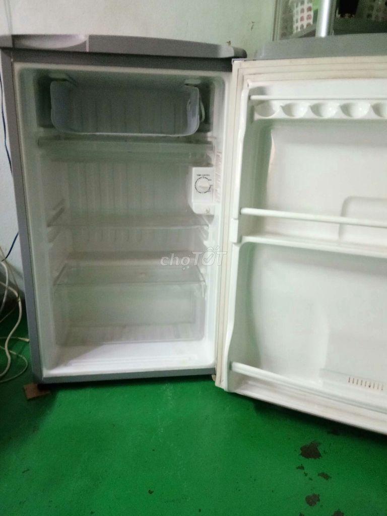 0338533301 - Nhà cần bán tủ lạnh Sanyo 93 lít còn xài rất tốt