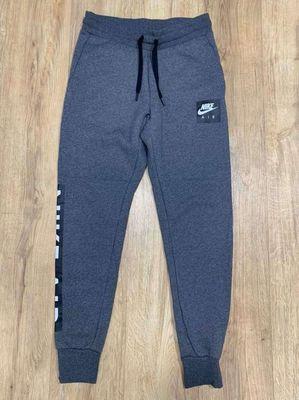 Nike size S form âu