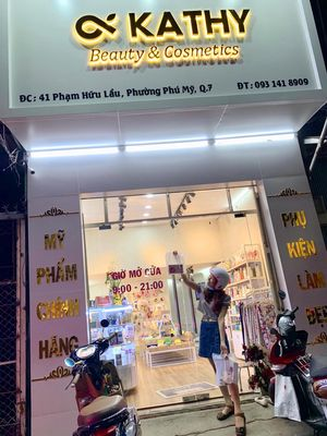 Sang tiệm mỹ phẩm mặt tiền Phạm Hữu Lầu