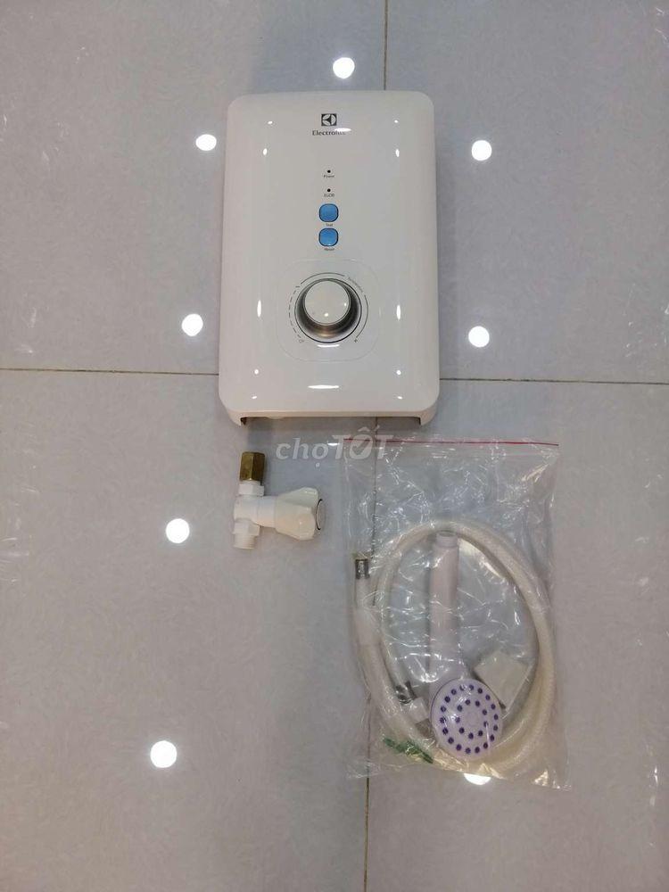 Máy nước nóng Electrolux EW45 còn bảo hành 3 tháng