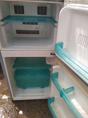 Cần thanh lí tủ lạnh 2 ngăn không đông tuyết