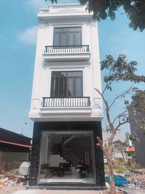 Nhà 3 tầng 40 m2 ngang 4 dài 10 dt xây dựng 135 m2