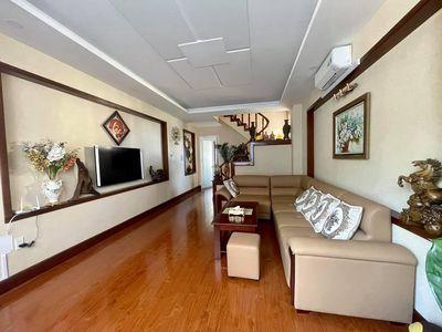 Nhà 1T3L sàn gỗ tự nhiên, cầu thang gõ đỏ, mới đẹp