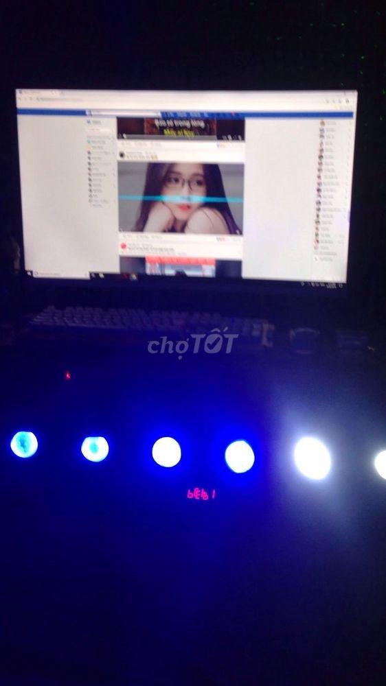 Cây đèn led cầu 8 bóng karaoke