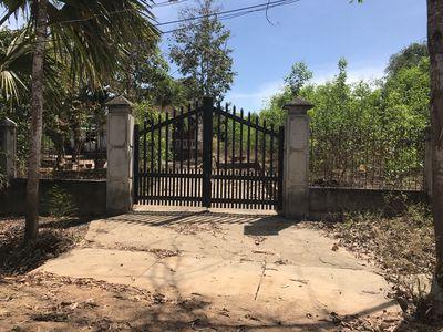 3,9sào đất trong khu dân cư giáp suối tặng kèm nhà
