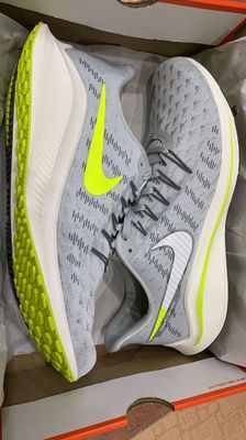 Nike Air Zoom Vomero size 42,5 new 100%