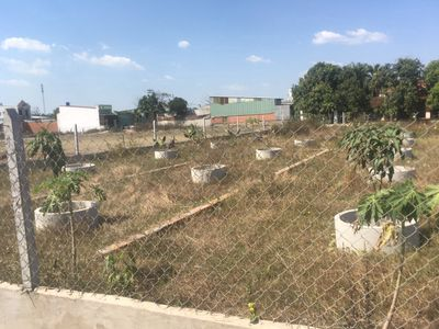 Gia đình cần bán lô đất xác dách nhà dt 4x11 350tr