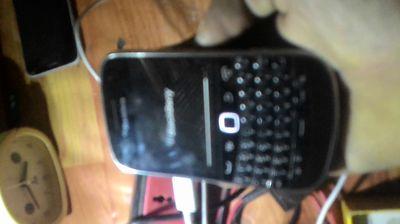 2 cái blackberry 9900 8gb hệ điều hành Android
