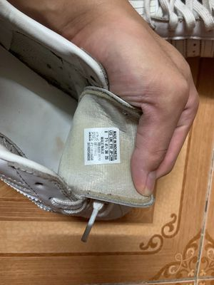 Đôi adidas trắng, size 41 1/3