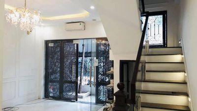 Nhà đẹp Trần Quốc Hoàn, ô tô, 56m2 4 tầng,hơn 10tỷ