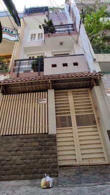 Cần bán nhà hẻm rộng có thang máy Lạc Long Quân