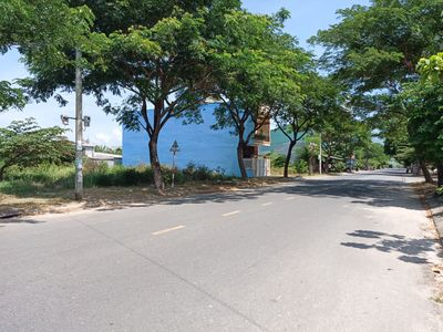 Cần tiền bán đất gấp đường 10.5m gần biển NTT
