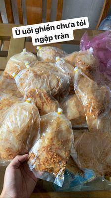 Bánh tráng muối tỏi xike