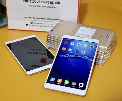 Huawei mediapad M3 8.4 D-01J docomo Ram 3Gb