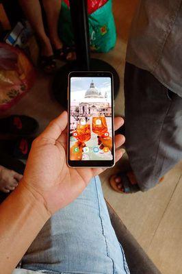 Galaxy A8 2018.2camera trước.2sim.ram 4gb
