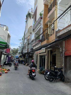 Nhà mặt tiền chợ Gạch Ông, đường oto vào nhà.