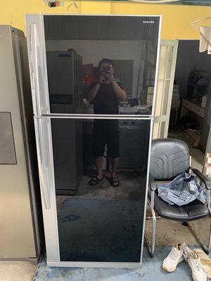 tủ lạnh Toshiba đá tự động 588 lít mặt kính, zilll