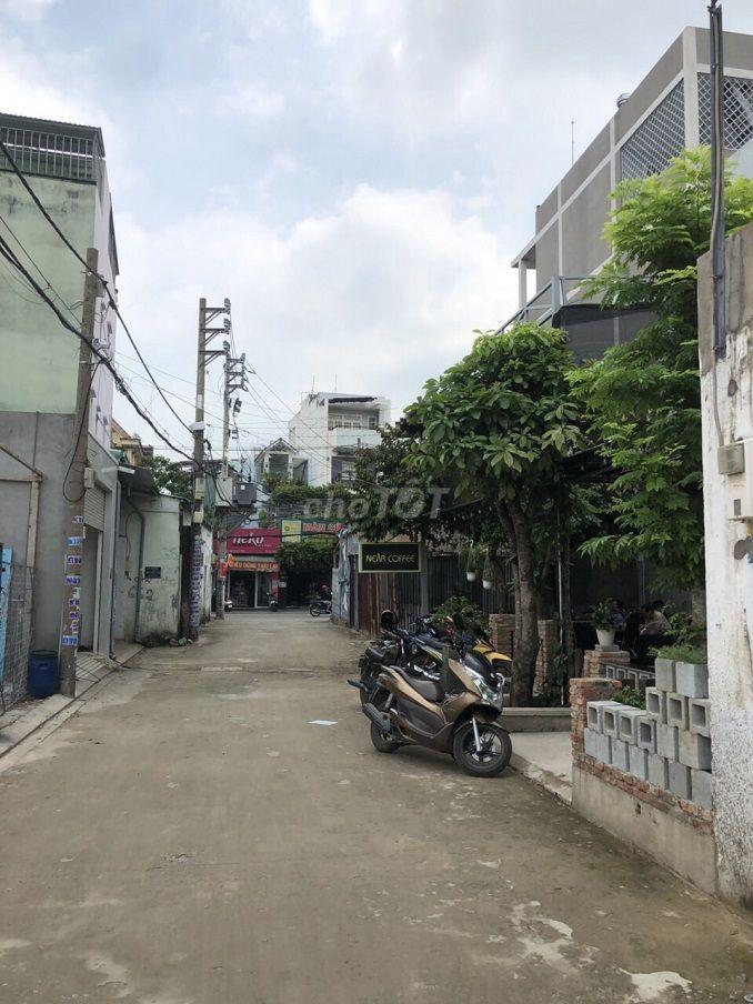 cần tiền bán nhà 1 sẹc ĐÔNG BẮC đường 7m thông