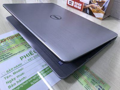 Dell Inspiron 17 7779 2 in 1 Core i7 7500U 17.3-In