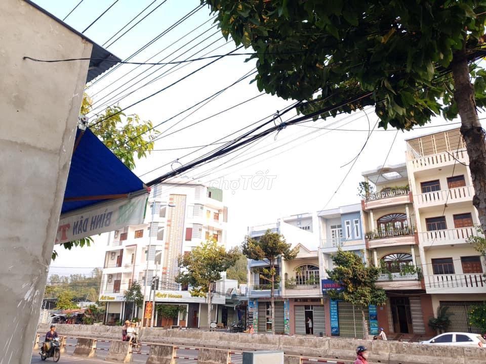 Đất mặt tiền đường Nguyễn Tất Thành, Nha Trang