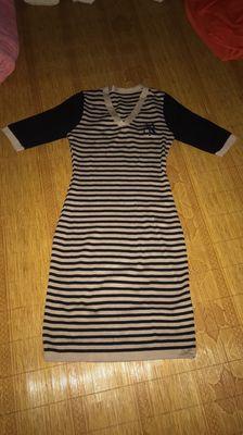 Váy body kẻ cổ tim(pass lại, mới 99%)