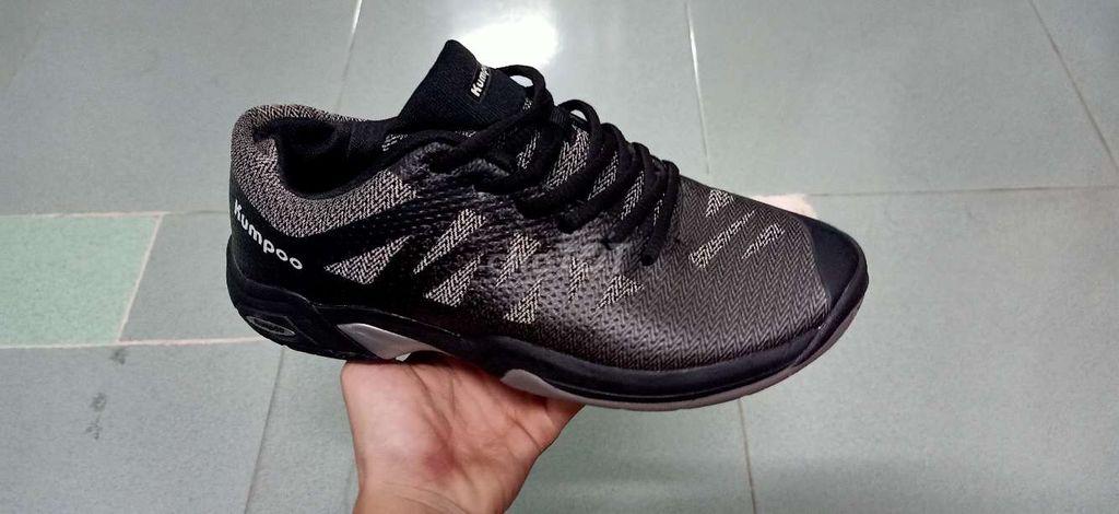 Giày kumpoo dành chơi cầu lông size 40 new 99%