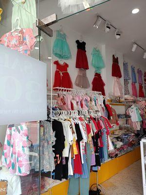 Cần sang shop thời trang cho bé