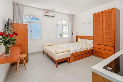 Cho thuê căn hộ 1 và 2  ngủ hiện đại gần biển