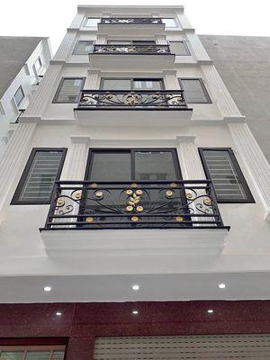 Nhà Hoàng văn thái - phân lô- ô tô vào nhà  – giá